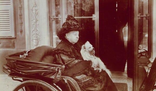 Королева Виктория и шпиц